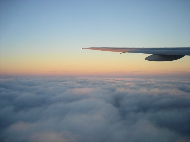 http://www.thevital.net/udo/Japan2007/FUKHND/JL334.clouds.jpg