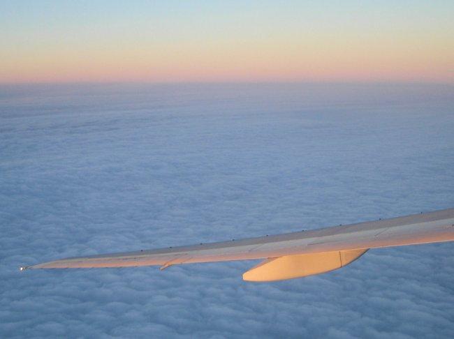 http://www.thevital.net/udo/Japan2007/FUKHND/JL334.clouds3.jpg
