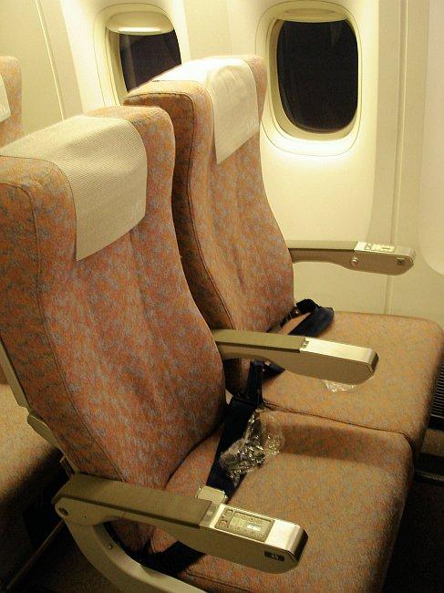 http://www.thevital.net/udo/Japan2007/FUKHND/JL334.seats.jpg