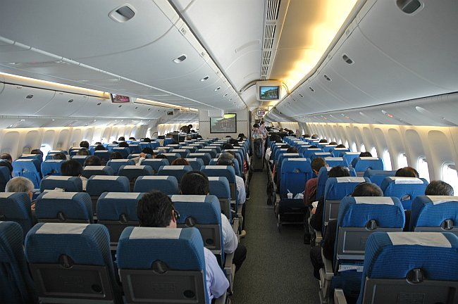 524 seats on a twinjet hnd itm on all nippon airways 777 for Interieur 777