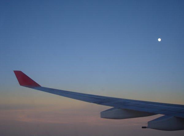 http://www.thevital.net/udo/fra-cmb-bkk-cmb-fra/UL554.moon.jpg